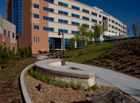 Medical-Steel-Erection_Hillcrest-Medical-Center_1
