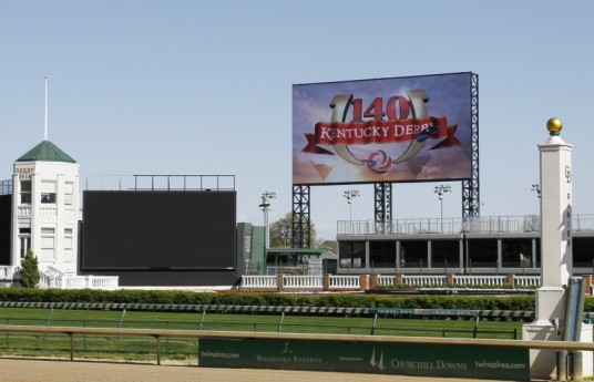 Scoreboard-Steel-Erection_Churchill-Downs_1
